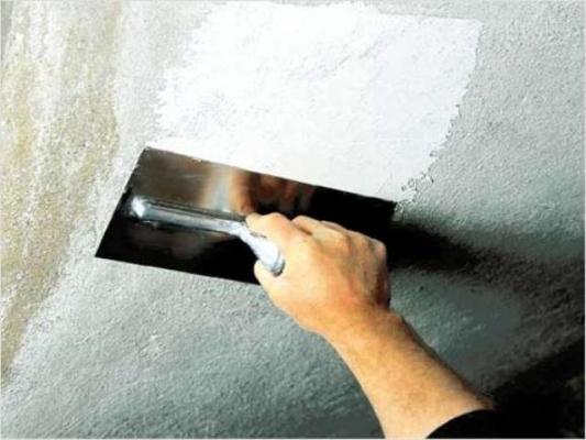 Удаление старой отделки потолка