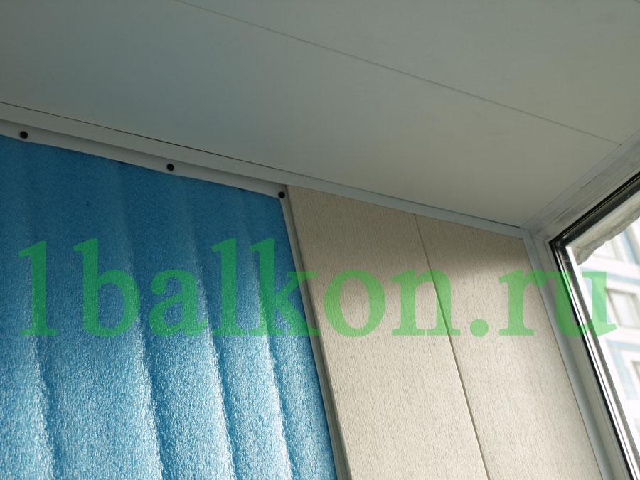 Отделка балкона панелями.